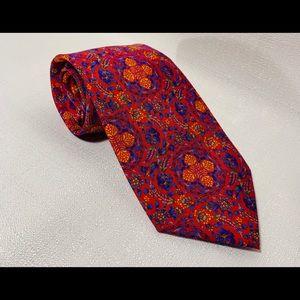 Beautiful tie by the Metropolitan Museum of Art